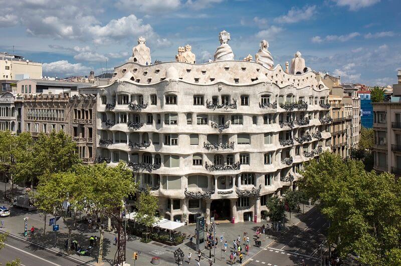 casa-mila-la-pedrera-gaudi-barcelona